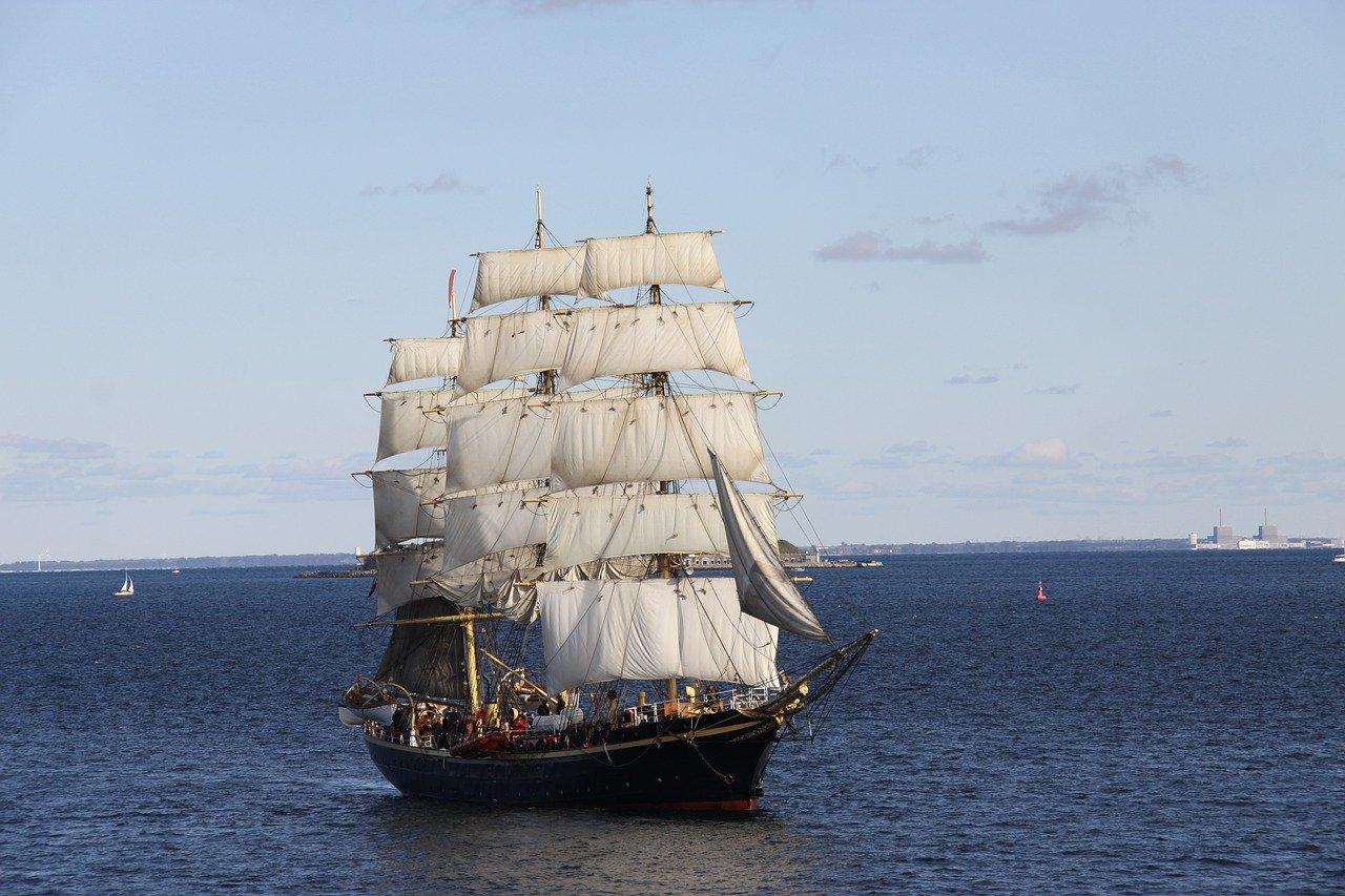 Die Segelschifffahrt war über Jahrtausende hinweg das Fortbewegungsmittel der Wahl zu Wasser. Fotocredit: © Bente Jønsson/Pixabay