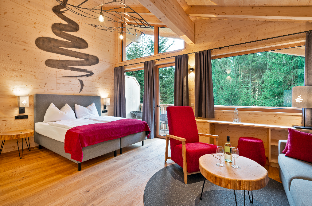 So geht Baumhaus heute – größtmöglicher Komfort mitten in den Baumwipfeln. Fotocredit: © Baumkronenweg