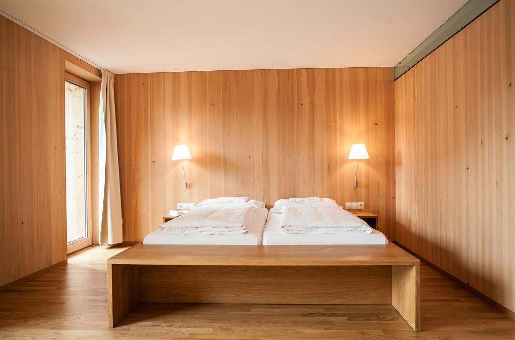Nachhaltige Unterkünfte ermöglichen komfortablen Urlaub mit gutem ökologischen Gewissen – wie zum Beispiel hier im Biohotel Schwanen im Bregenzerwald. Fotocredit: © Roswitha Schneider/Biohotel Schwanen