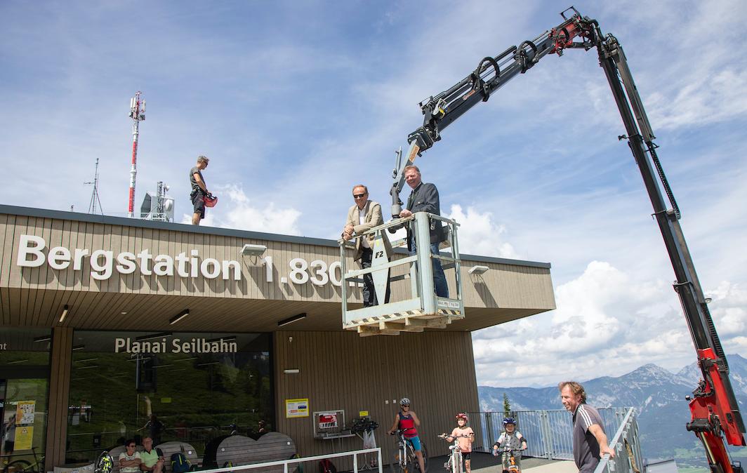Eröffnung der Photovoltaikanlage auf der Planai im Juli diesen Jahres mit den Geschäftsführern von Wien Energie und der Planai-Bergbahnen. Fotocredit: © Harald Steiner