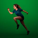 Nachhaltige Sportmode ist zunehmend gefragt. Dass Nachhaltigkeit auch stylisch und funktional sein kann, zeigen unsere Beispiele – hier etwa das Sportshirt vom Wijld. Fotocredit: © wijld.com