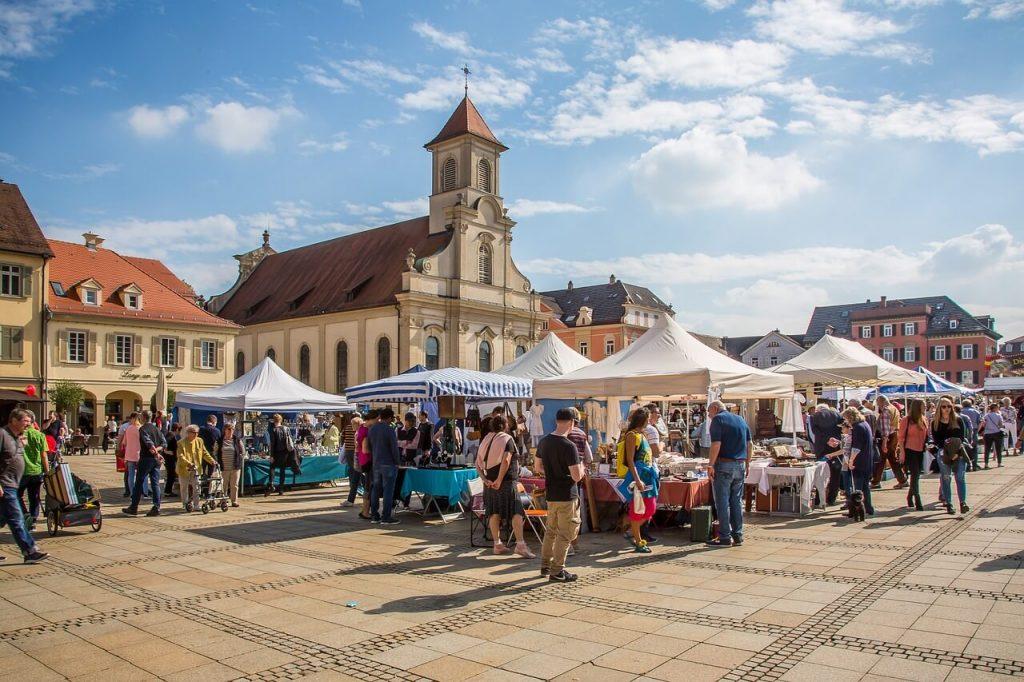 Flohmärkte sind alles andere als out. Sie erfreuen sich immer mehr an Beliebtheit! Fotocredit: Pixabay.com/maxmann