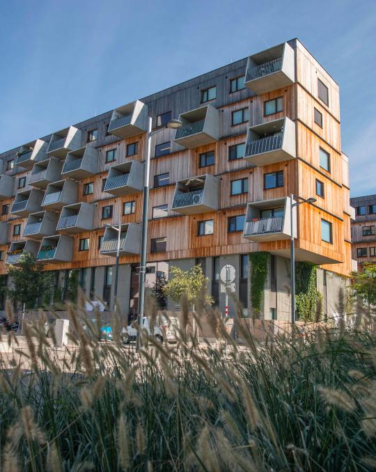 In der Seestadt wurde die Fußbodenkühlung in diesem ASCR Forschungs-Wohnhaus heuer in 40 Wohnungen umgesetzt. Fotocredit: © ASCR/Vogel AV