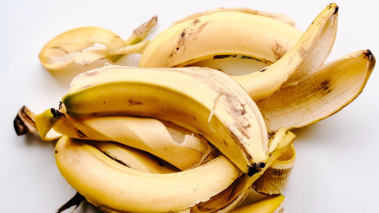 Ein paar Bananenschalen oder Schalen von Zitrusfrüchten sind OK. Hier ist aber weniger besser als mehr. Bild: Pexels