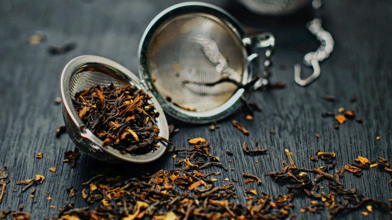 Auch Tee und Kaffeesatz kannst du problemlos im Kompost entsorgen. Bild: Pexels