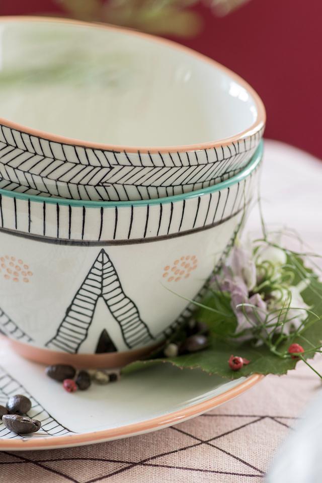 Buntes Geschirr mit verschiedenen Mustern gibt es bei TRANQUILLO. -Fotocredits: TRANQUILLO