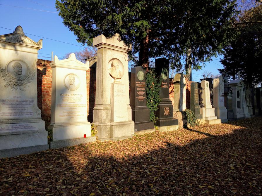 Ein Teil der Ehrengräber, die am Zentralfriedhof zu finden und besonderes für Touristen oft ausschlaggebend für einen Besuchs sind.