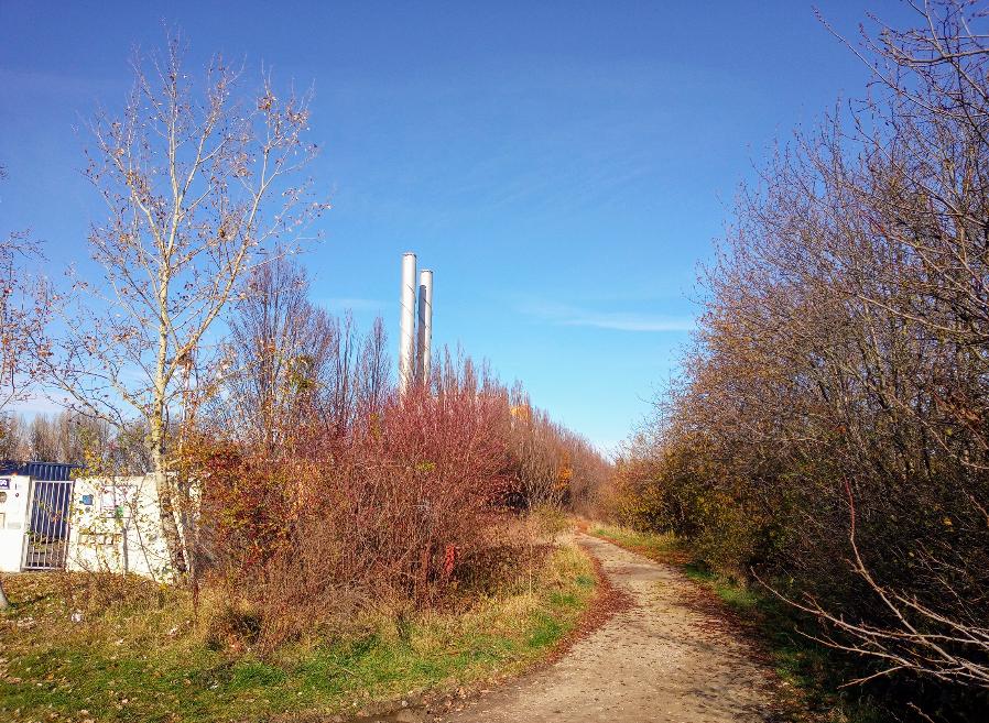 Und schon führt uns unser ruhiger Spaziergang wieder zurück vor die Tore des Fernheizwerks Süd.