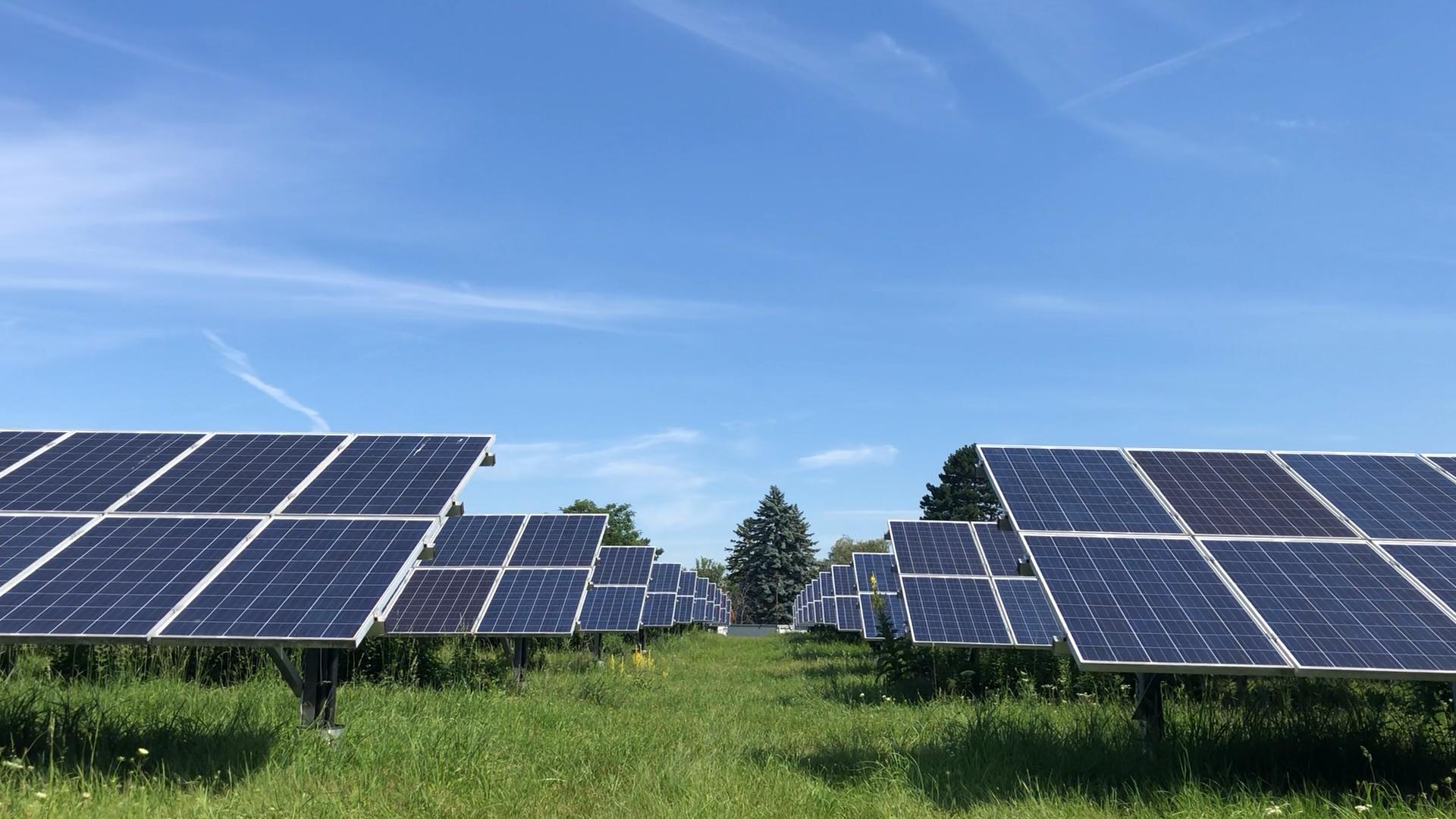 Das im Mai 2012 eröffnete Solarkraftwerk versorgt seither etwa 200 Wiener Haushalte mit nachhaltiger Sonnenenergie..