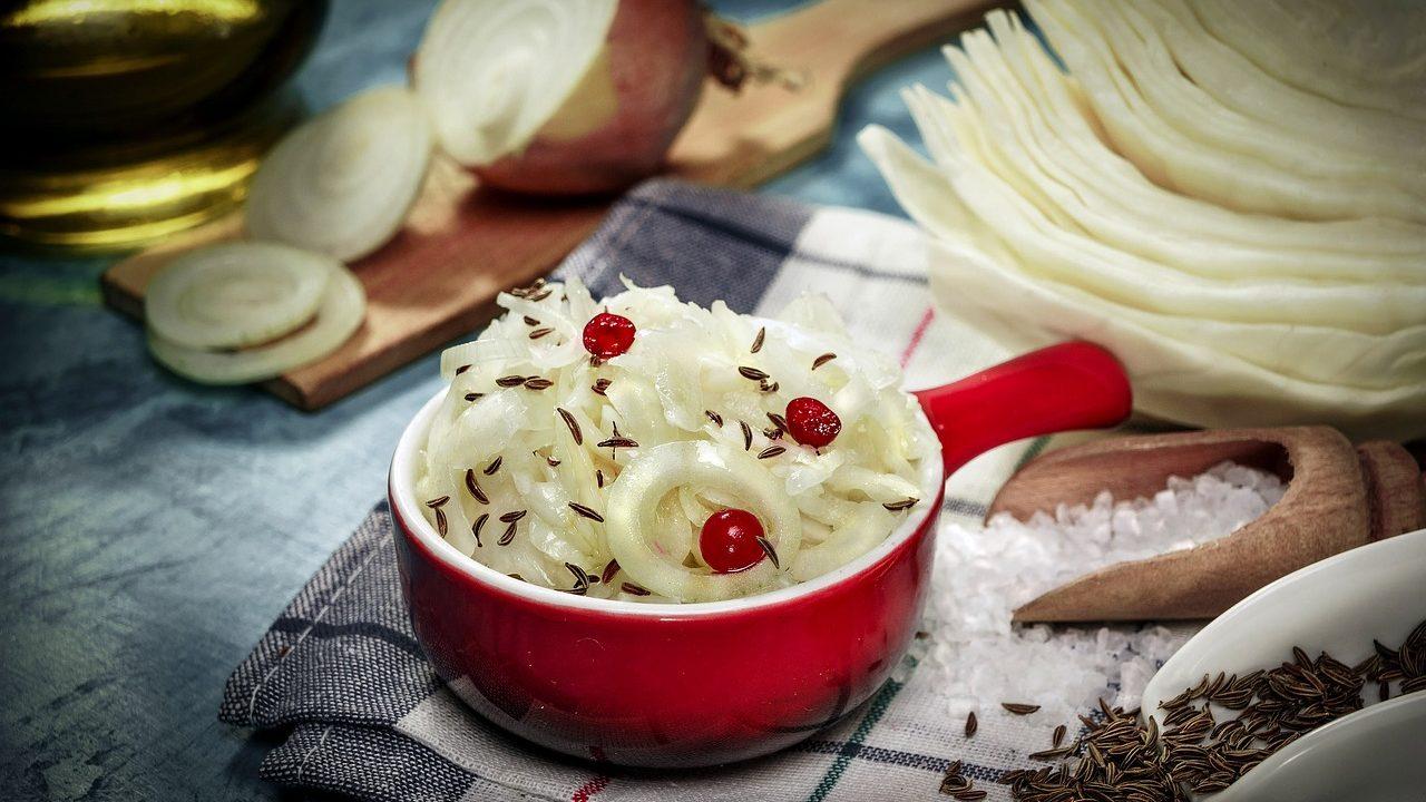 Krautsorten, die im Herbst geerntet werden, sind gut lagerfähig und damit in der kalten Jahreszeit ein wichtiges, Vitamin C lieferndes Gemüse. Fotocredit: © Vasilijus Bortnikas/Pixabay