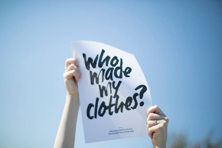 #WhoMadeMyClothes? – Eine einfache Frage, deren Antwort nicht so transparent ist, wie wir es uns vielleicht wünschen, wie auch der diesjährige Fashion Transparency Index zeigt. Fotocredit: © Fashion Transparency Index 2020 / Fashion Revolution