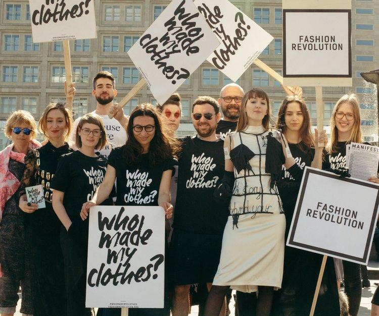 Je mehr Menschen fragen, wer eigentlich ihre Kleidung gemacht hat, desto größer wird der Druck auf Unternehmen, die Antworten offen zu legen. Fotocredit: © Fashion Transparency Index 2020 / Fashion Revolution