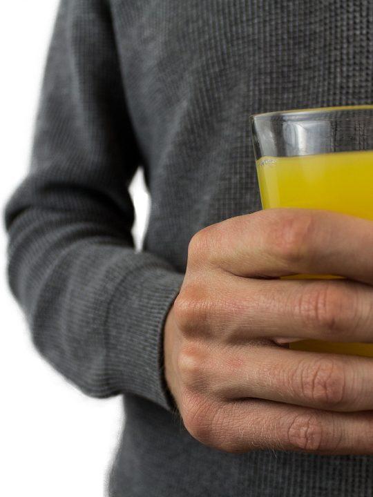 Gezuckerte Fruchtsäfte und Limonaden als Durstlöscher sind leider gar keine gute Idee für die Gesundheit. Sie können bei täglichem Konsum das Schlaganfallrisiko erhöhen. Fotocredit: © Darko Djurin/Pixabay