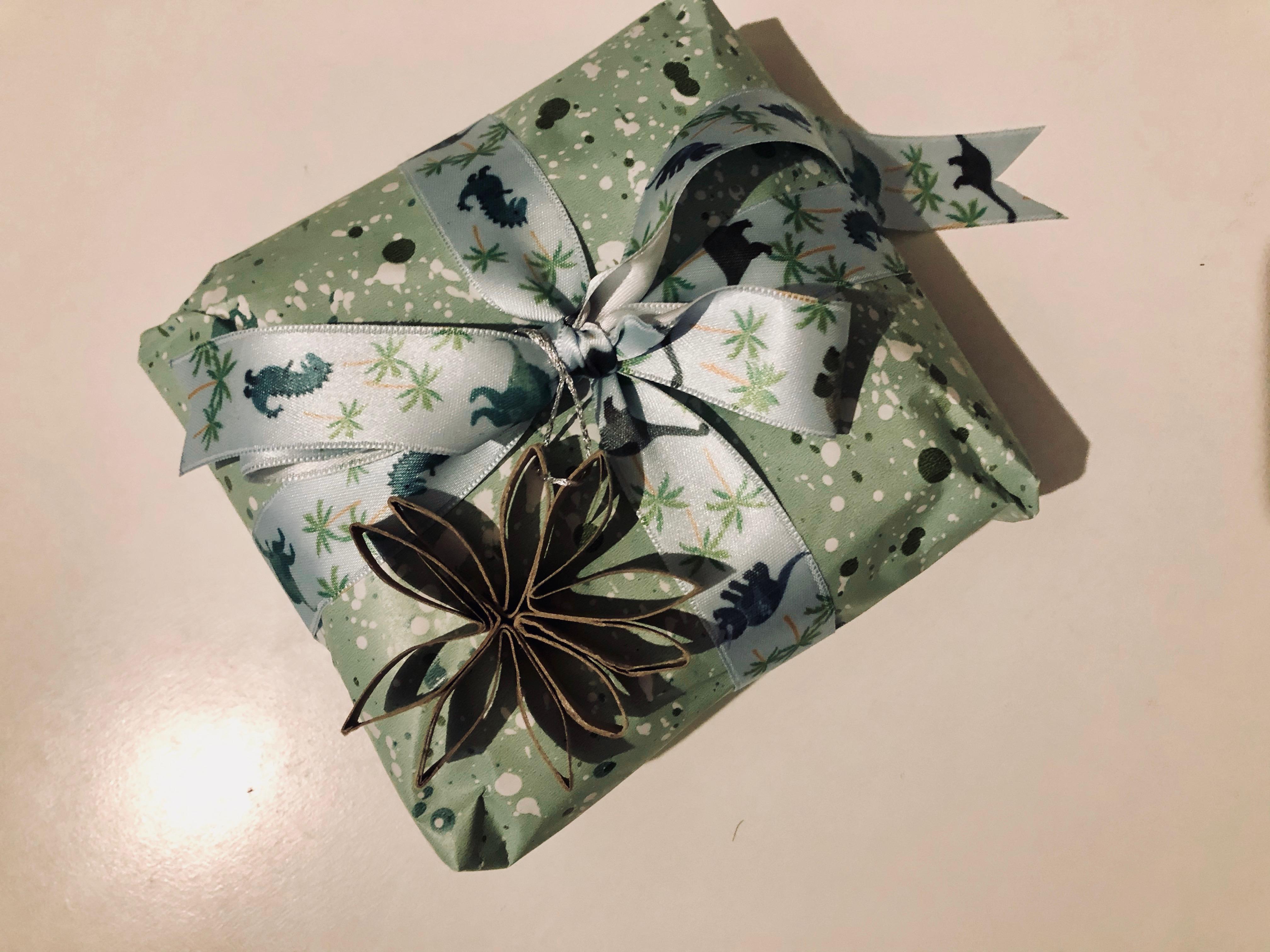 Die Last Minute Weihnachtsdeko eignet sich auch super als Geschenkanhänger. -Fotocredits: Lisa Radda