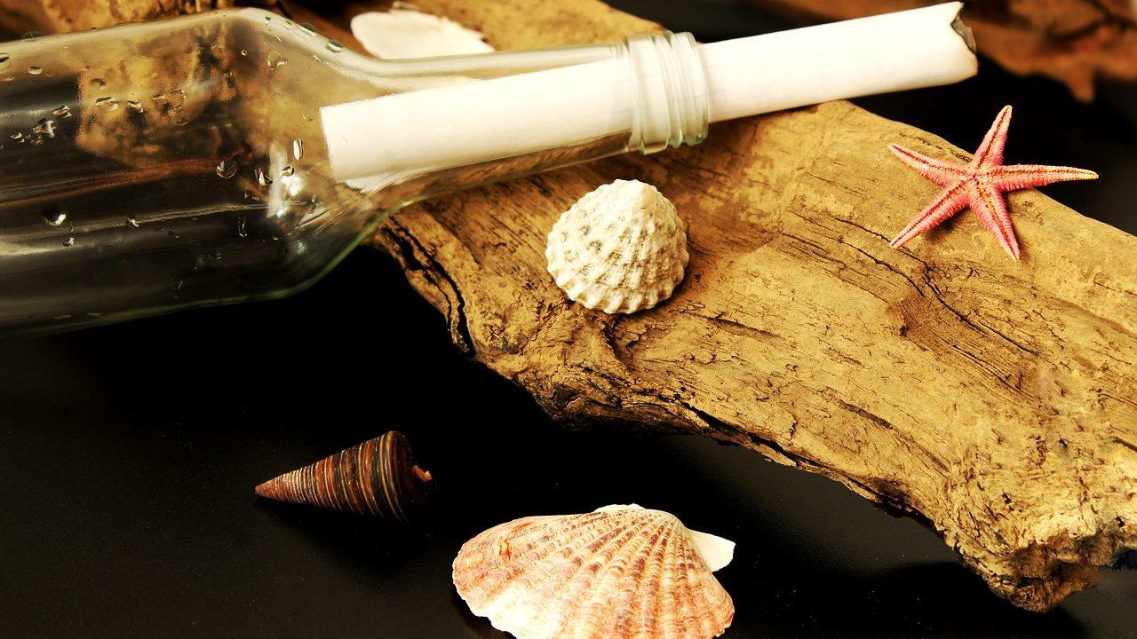 Ein Gutschein als Flaschenpost verpackt? Das bringt ein bisschen Sommer ins winterliche Gemüt! Fotocredit: © Lolame/Pixabay
