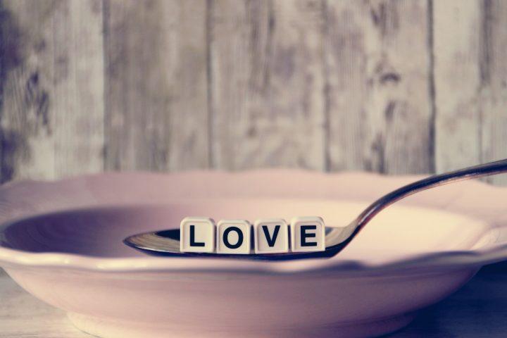 Du frierst im Winter ständig und hättest gern, dass dir wieder einmal so richtig warm von innen wird? Wir lieben die Rezepte mit den Lebensmitteln, die in der TCM dafür bekannt sind, uns zu wärmen. Fotocredit: © Kranich17/Pixabay