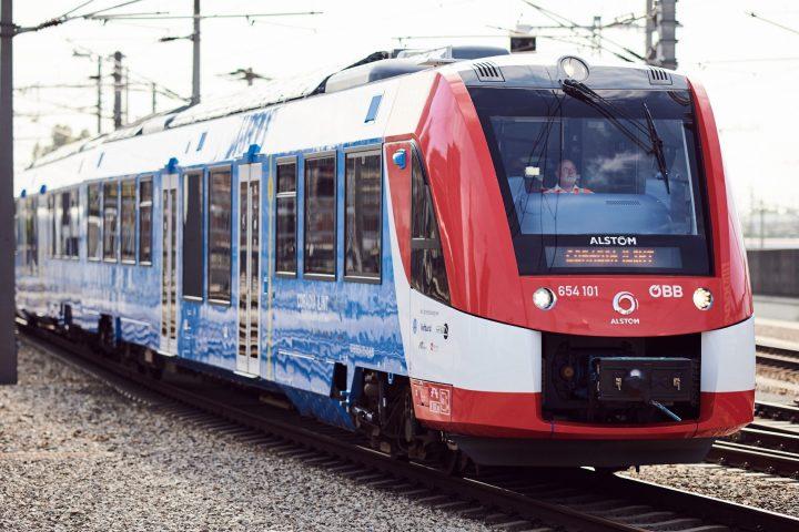 """Der Wasserstoffzug """"Coradia iLint"""" des Herstellers Alstom wurde von der ÖBB zehn Wochen lang im regulären Fahrbetrieb im südlichen Niederösterreich getestet. Fotocredit: © ÖBB/Knopp"""