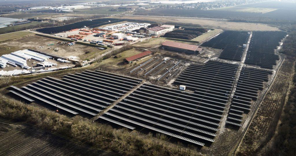In der Schafflerhofstraße in Wien-Donaustadt befindet sich die größte Photovoltaikanlage des Landes mit einer Leistung von über 12 Gigawattstunden Sonnenstrom pro Jahr. Fotocredit: Wien Energie/Johannes Zinner
