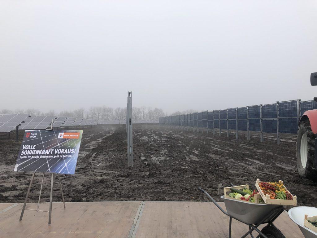 Die Photovoltaikanlage am Schafflerhof besitzt horizontale, als auch vertikale Module. Fotocredit: Energieleben Redaktion