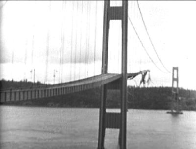 Am 7. November 1940 stürzte die Tacoma-Narrows-Brücke in Washington aufgrund der durch Wind verursachten Resonanzschwingung ein. Fotocredit: © Gemeinfrei