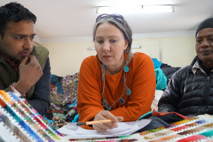 ngrid Gumpelmaier-Grandl ist die Expertin, wenn es um nachhaltigen und vor allem um Fairtrade Modebetrieb geht. Sie selbst ist immer wieder in ihrer Produktion in Nepal vor Ort, um einen wirklich fairen und partnerschaftlichen Betrieb zu ermöglichen. Fotocredit: © FAIRytale