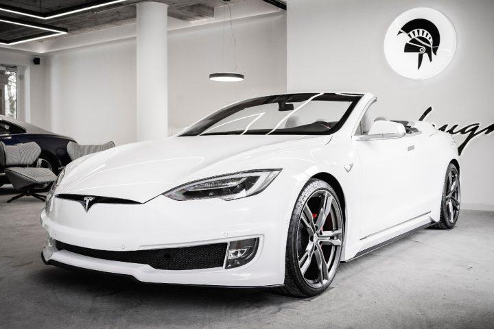 Einen Tesla ganz nach seinen eigenen Wünschen – zum Beispiel als Cabrio – gestalten? ARES Design aus Modena macht das möglich. Foto: ARES DESIGN – © www.aresdesign.com