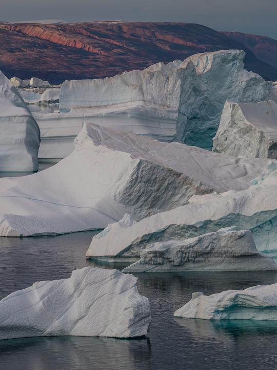 In den Gewässern der Arktis finden sich große Menden an synthetischen Kleidungsfasern. Fotocredit: © Mario Hagen via Pixabay