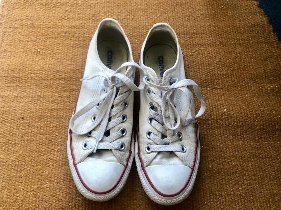 Weiße Sneaker sehen cool aus, leider werden sie auch schnell dreckig. -Fotocredits: Lisa Radda