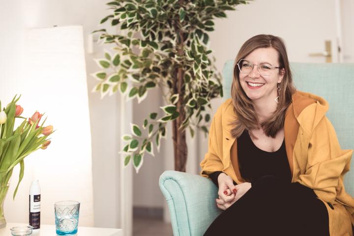 Die psychologische Beraterin Lisa Vesely berät Frauen, Männer und Paare in Wien – ihr Arbeitsschwerpunkt liegt auf den Bereichen Liebe, Beziehung und Sexualität. Fotocredit: © #viewitlikejenni