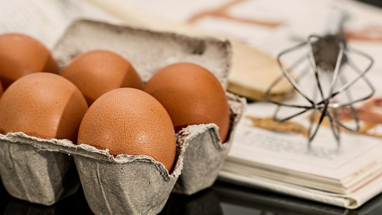 4. Rohe Eier halten im Kühlschrank drei bis fünf Wochen. - Fotocredit: Pixabay/stevebp