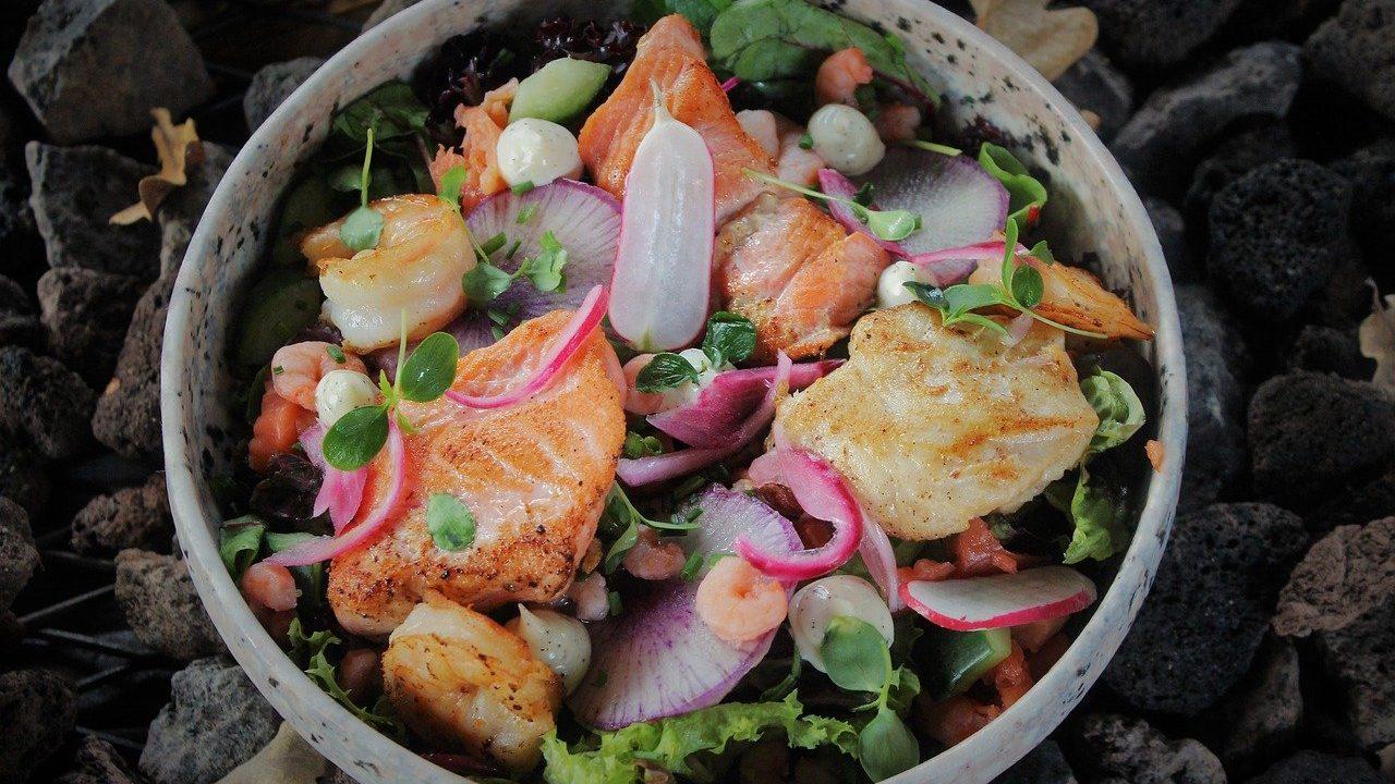 2. Gemischte Salate, die bereits abgemacht sind halten im Kühlschrank drei bis vier Tage. - Fotocredit: Pixabay/NinoDonkervoort