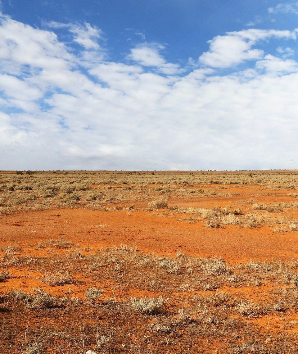 In der Wüste in Westaustralien soll im Zuge des Asian Renewable Energy Hub das weltweit größte Kraftwerk für erneuerbare Energien entstehen. Fotocredit: © Tracy Lundgren/Pixabay