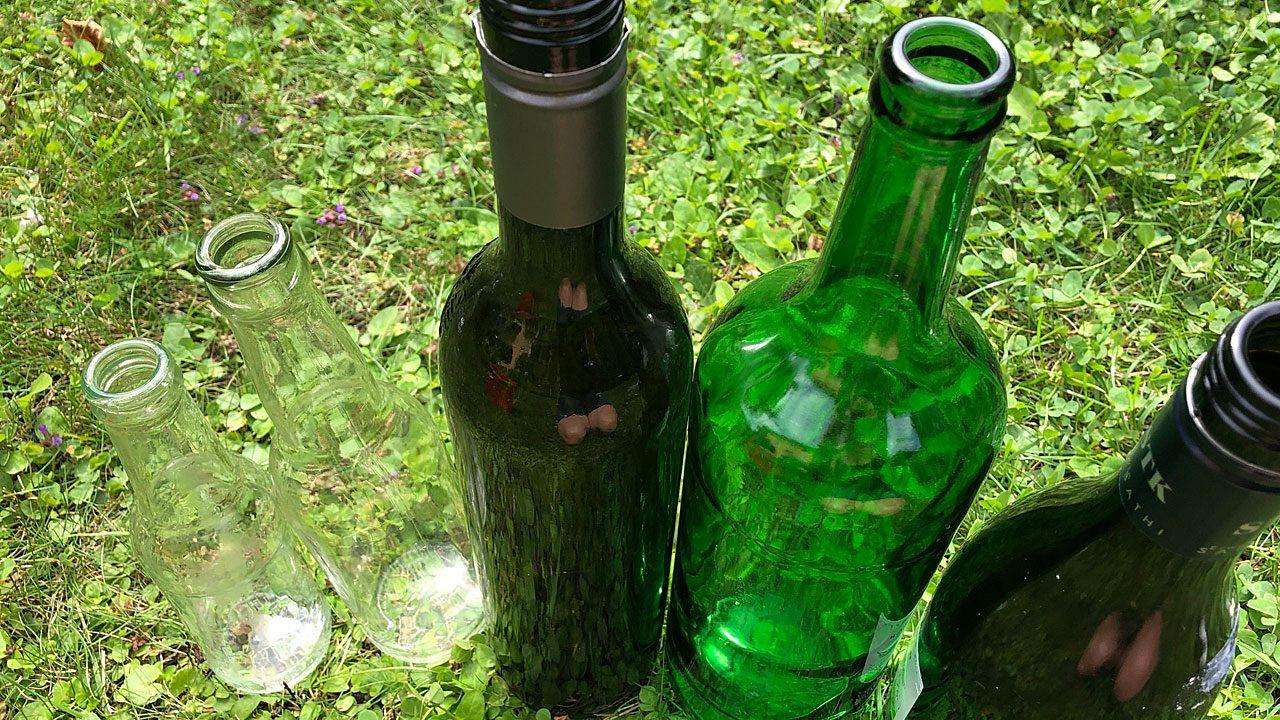 4. Verwende einzelne Glasflaschen als Kernenhalter oder als Vase. - Fotocredit: Energieleben Redaktion