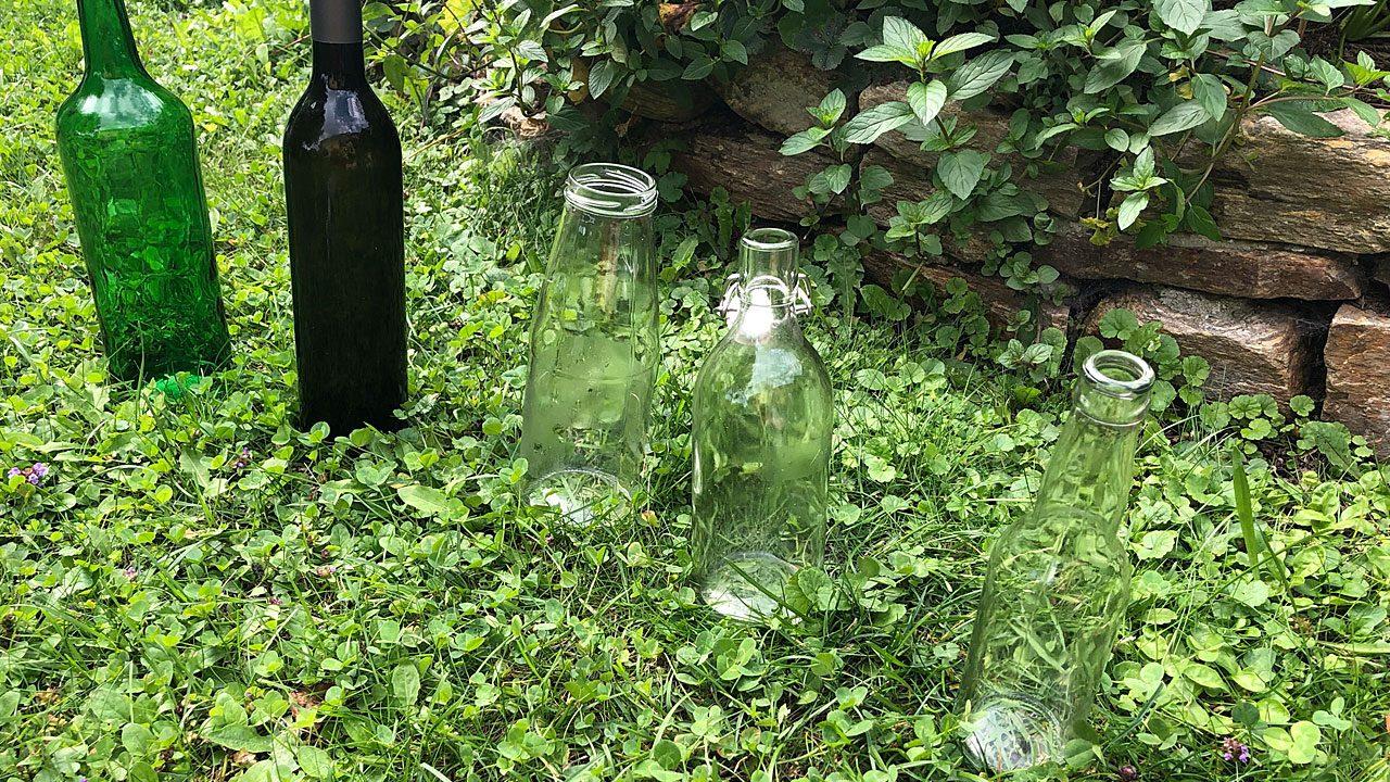 2. Säume Wege mit Glasflaschen. - Fotocredit: Energieleben Redaktion