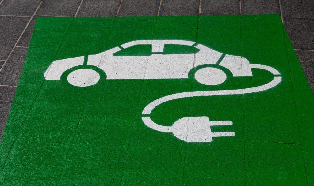 Um das Ladenetz für Elektrofahrzeuge auszubauen, investieren die USA jetzt mehrere Milliarden Dollar. Fotocredit: © Michael Marais/Unsplash