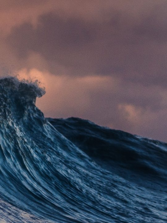 Wenn davon die Rede ist, die Energie der Ozeane nachhaltig zu nutzen, spricht man häufig von der Blauen Energie. Ein Team der Universität Hongkong hat dazu nun einen wertvollen Beitrag geleistet. Fotocredit: © Silas Baisch/Unsplash