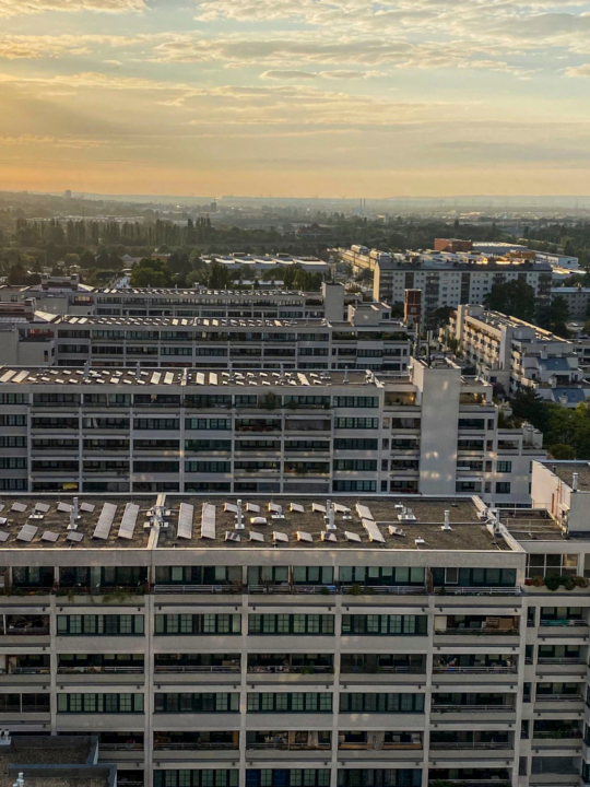Frühmorgens, Sonnenaufgang über dem Gemeindebau am Schöpfwerk, Fotocredit: Energieleben Redaktion
