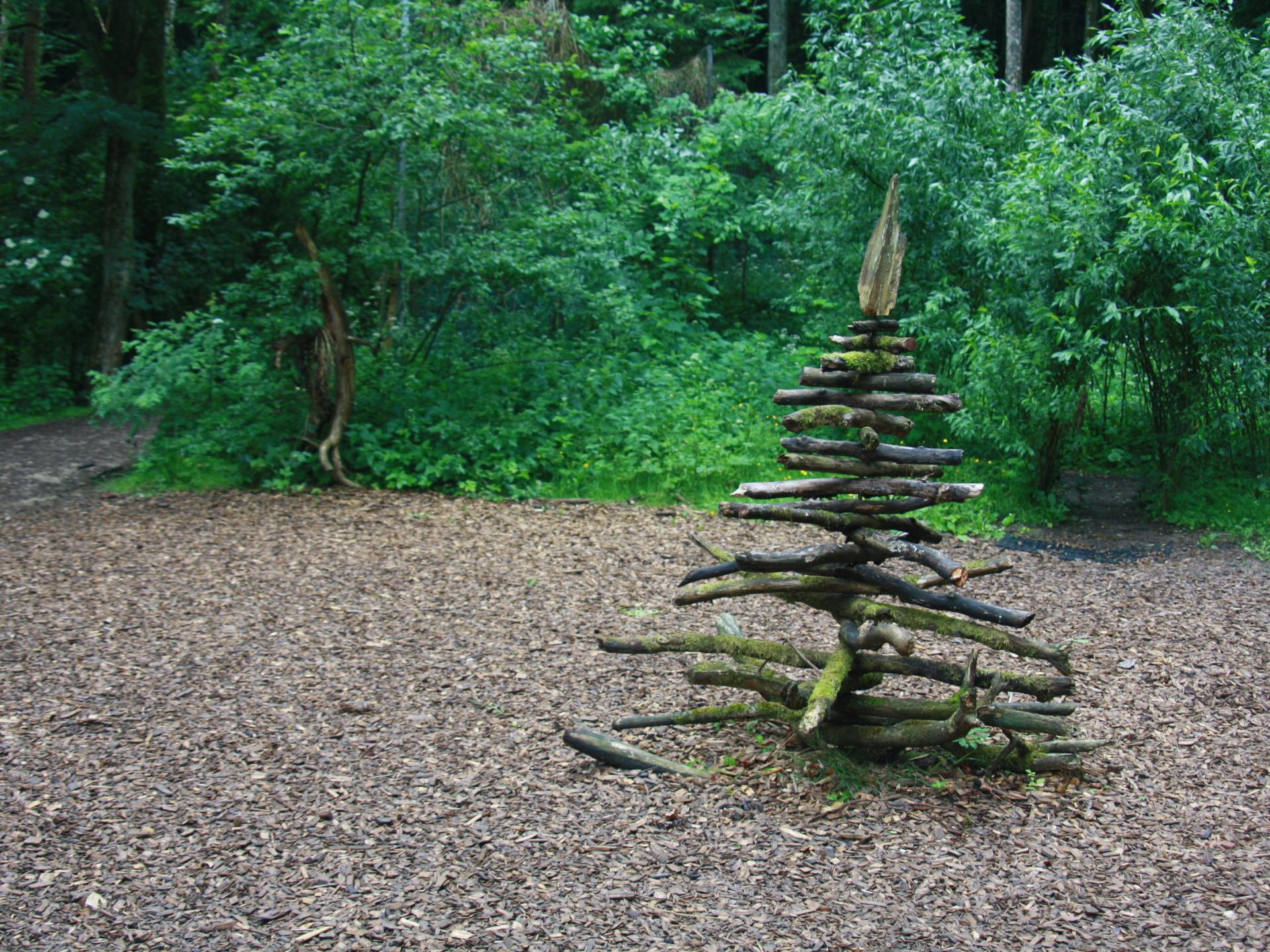 Auch reine Kunstwerke können im Garten viel bewirken. - Photocredit: Elisabeth Demeter
